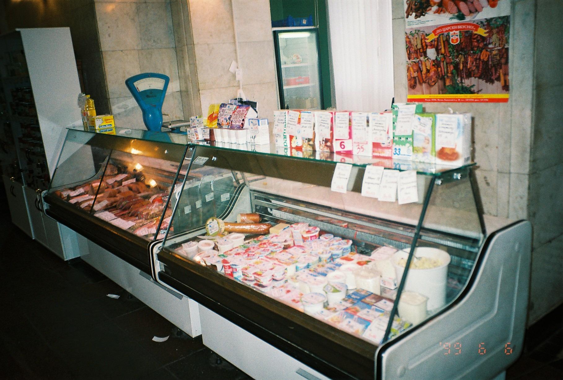1999 фото магазина в Очакове (предположительно, Б.Очаковская, 29)