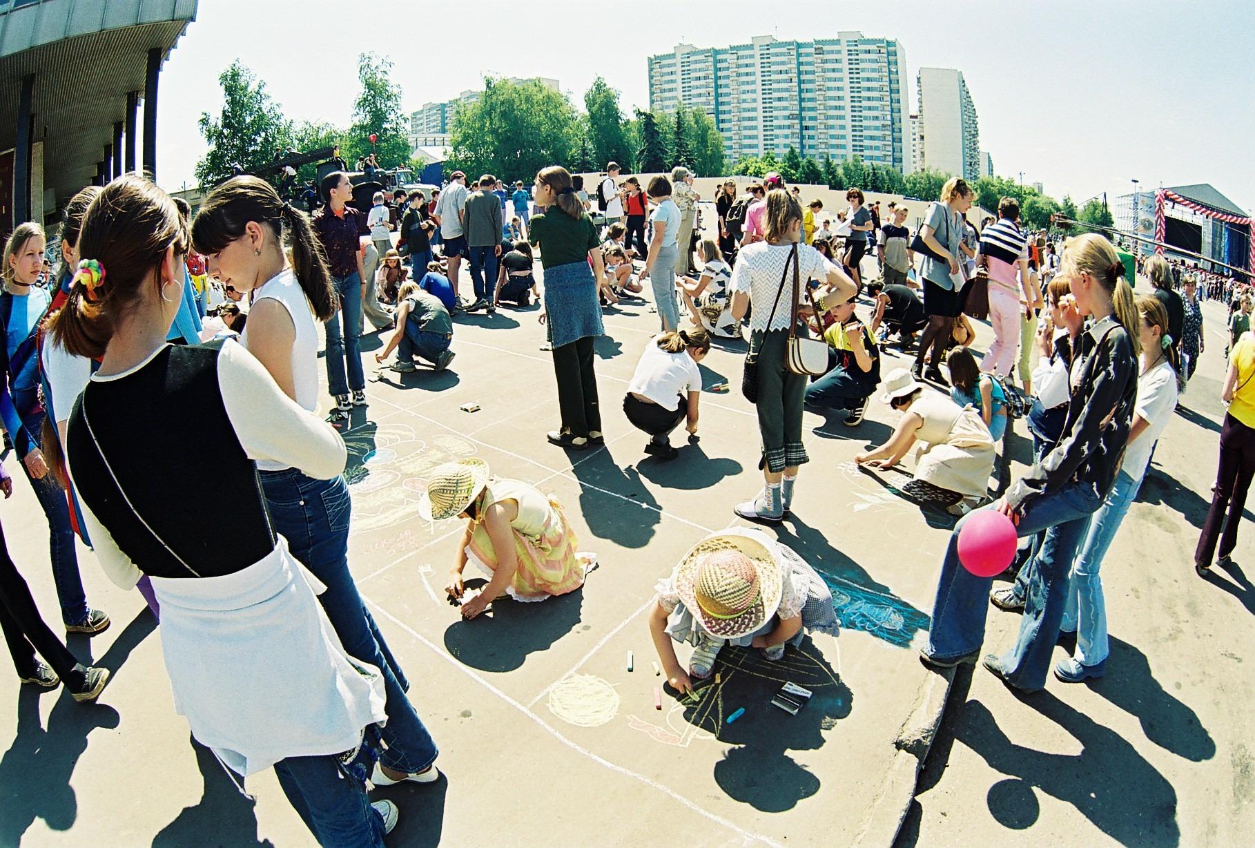 2002 празднование Дня детей 1 июня 2002 г. (снято на широкоугольный объектив Зенита)