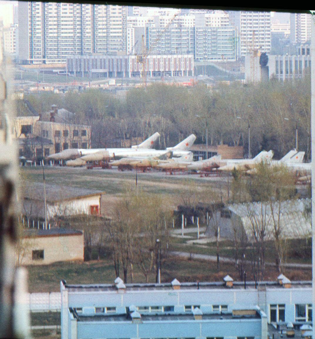 1982-83 Вид из Олимпийской деревни в сторону станции метро «Юго-Западная»2