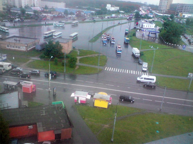 2009 Очаково.Дождливое утро на Озёрной площади