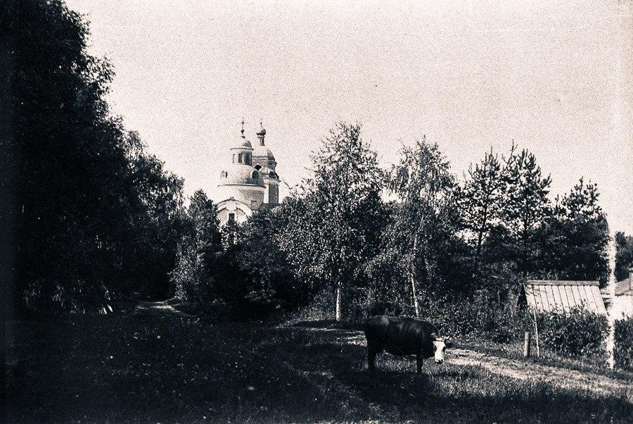 1898 У храма Николая Чудотворца в Троекурове