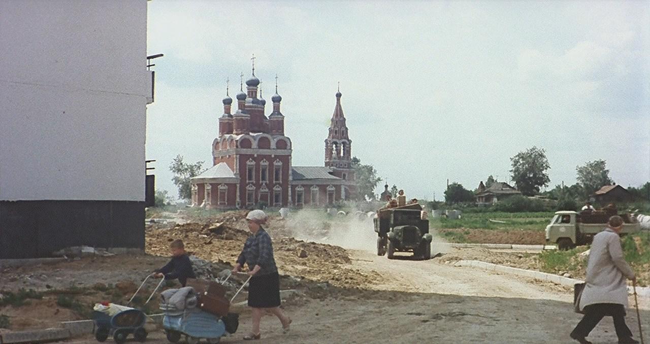 1969 Храм Архангела Михаила в Тропарёве. Кадр из фильма Подсолнухи