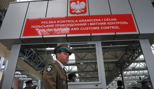 За Бандеру: Польша перекрыла путь в Европу для грузов с Украины...