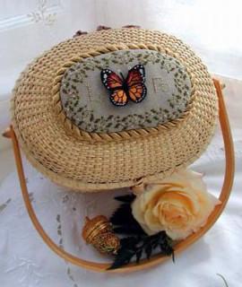 Бабочка на шкатулке