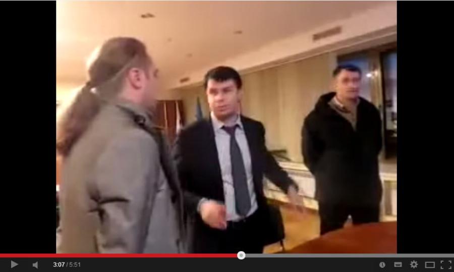 Игорь Мирошниченко бьет Александра Пантелеймонова