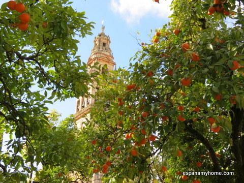 Флюгер Сан Рафаэль на колокольне собора