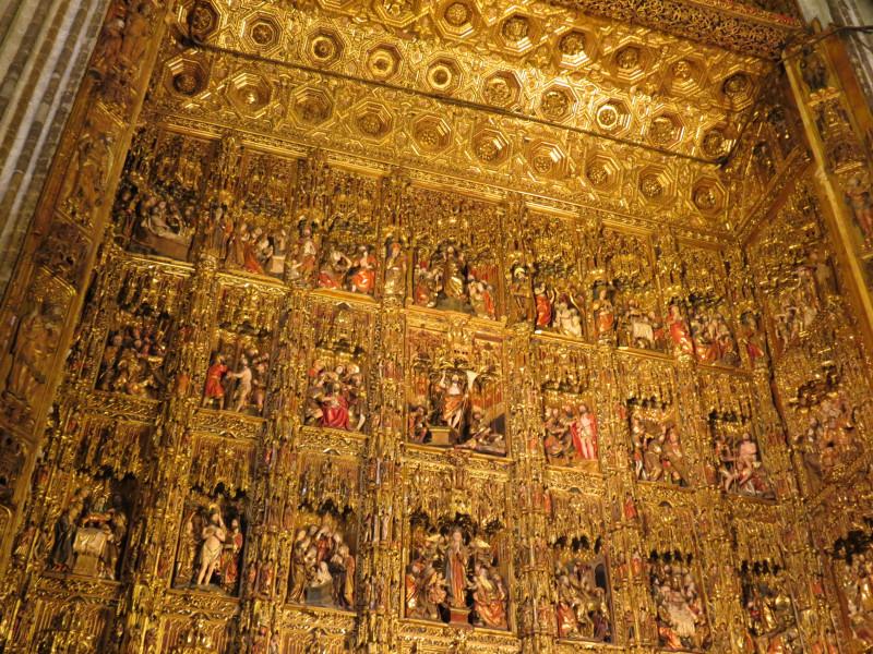 Главный алтарь кафедрального собора в Севилье