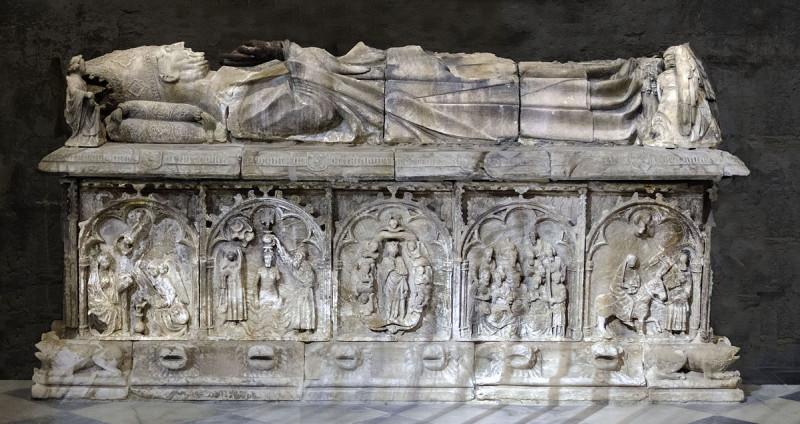 Кафедральной собор Севильи. Надгробная скульптура Гонсало де Мены.