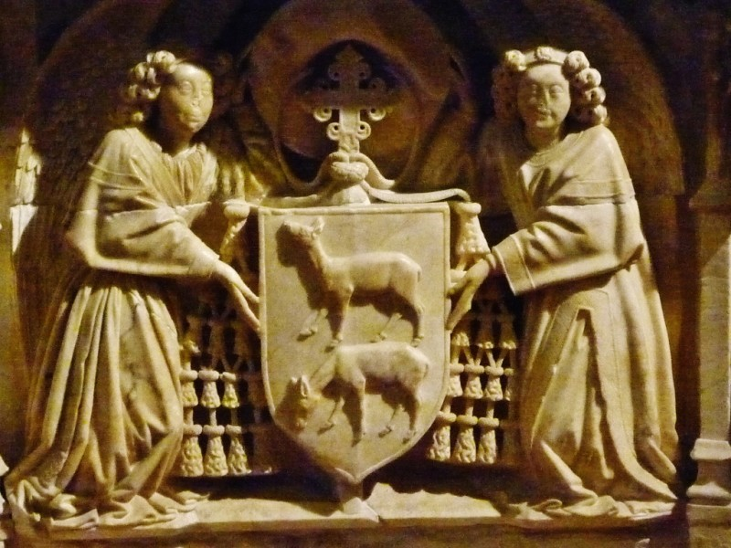 Детали алебастрового надгробия архиепископа Хуана Сервантеса. Автор скульптор Лоренцо Меркаданте из Бретани.