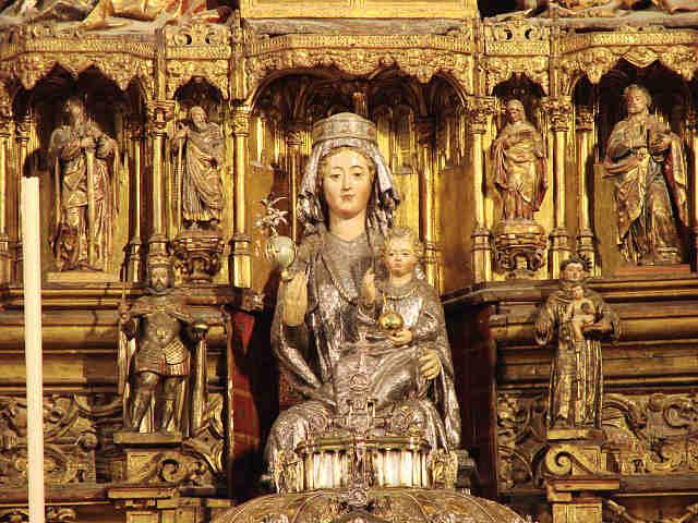Дева Мария Сидящая. Середина XIII века Дерево с серебрянным покрытием