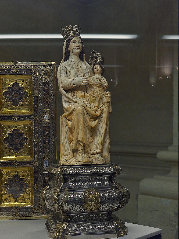 Дева Мария Сражений. Середина XIII века  Слоновая кость