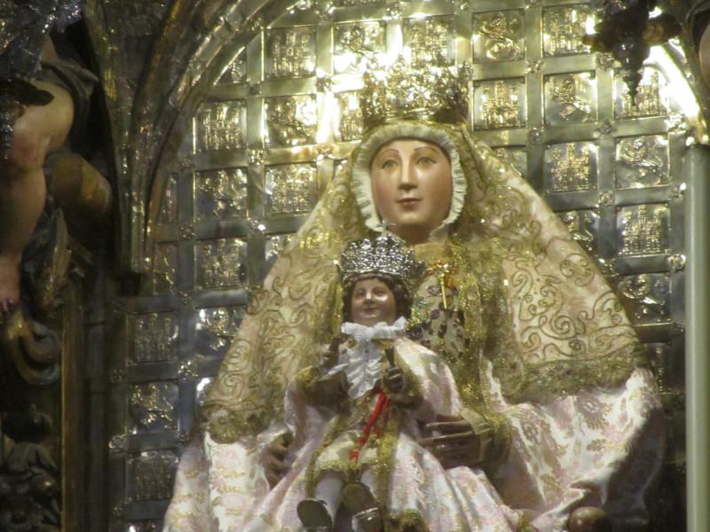 Королевская часовня собора Севильи. Дева  Мария Королевская. XIII. Материал - дерево