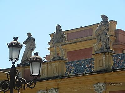 фасад пристройки дворца Сан-Тельмо .