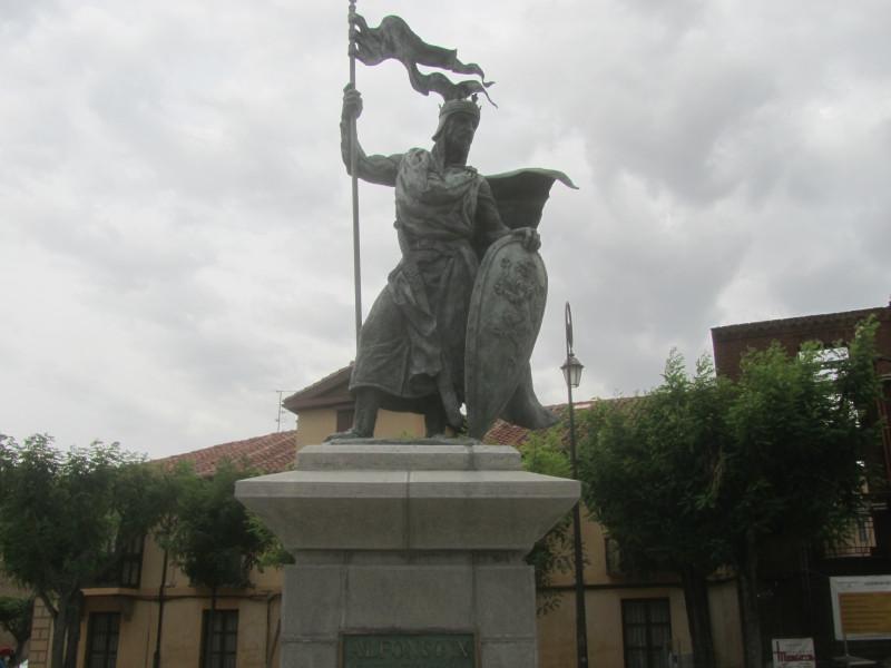 Альфонсо IX Леонский — король Леона и Галисии из Бургундской династии, правивший в 1188—1230 годах. Сын Фердинанда II и Урраки Португальской. Вступил на трон после смерти отца и правил до собственной смерти.