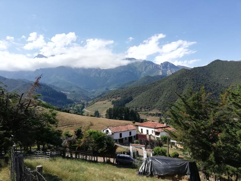 Лиебана (или La Liébana) является историческим регионом Кантабрии (Испания), одним из лучших в автономном сообществе. Он имеет протяженность около 570 квадратных километров и расположен на юго-западе Кантабрии, граничит с провинциями Астурия, Леон и Паленсия.