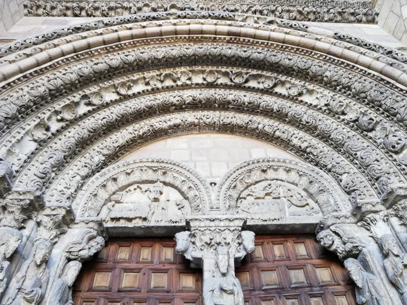 Вид на западный фасад Базилика Святого Викентия