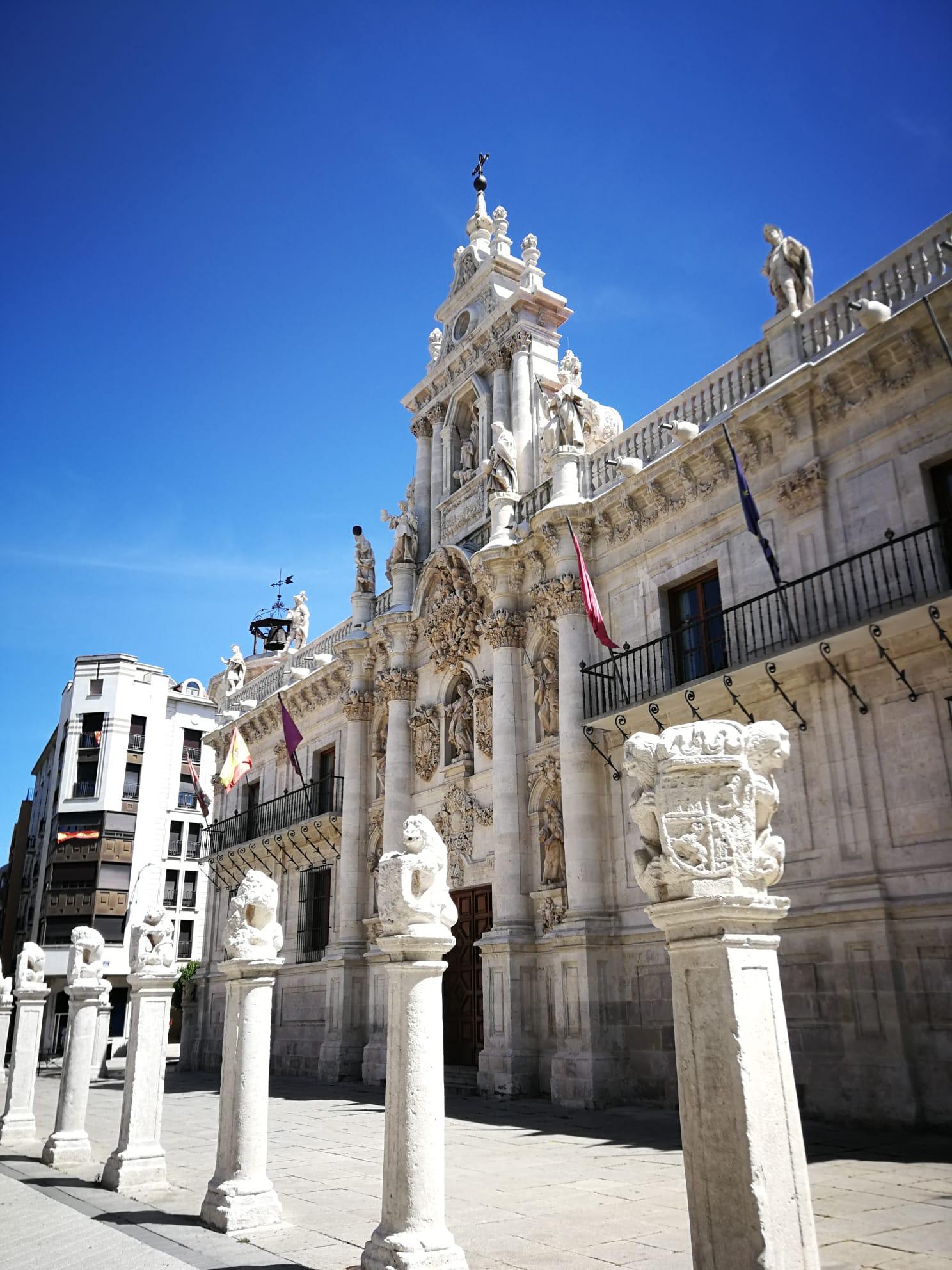 Fachada barroca del edificio histórico de la Universidad,