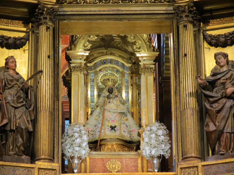 Cтатуэтка Девы Гуадалупской. Guadalupe, Cáceres. Королевский монастырь Санта-Мария-де-Гуадалупе
