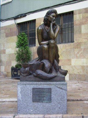 "Sebastián Miranda "" Pescadera"", Plaza Trascorrales, Oviedo Material:Bronce"