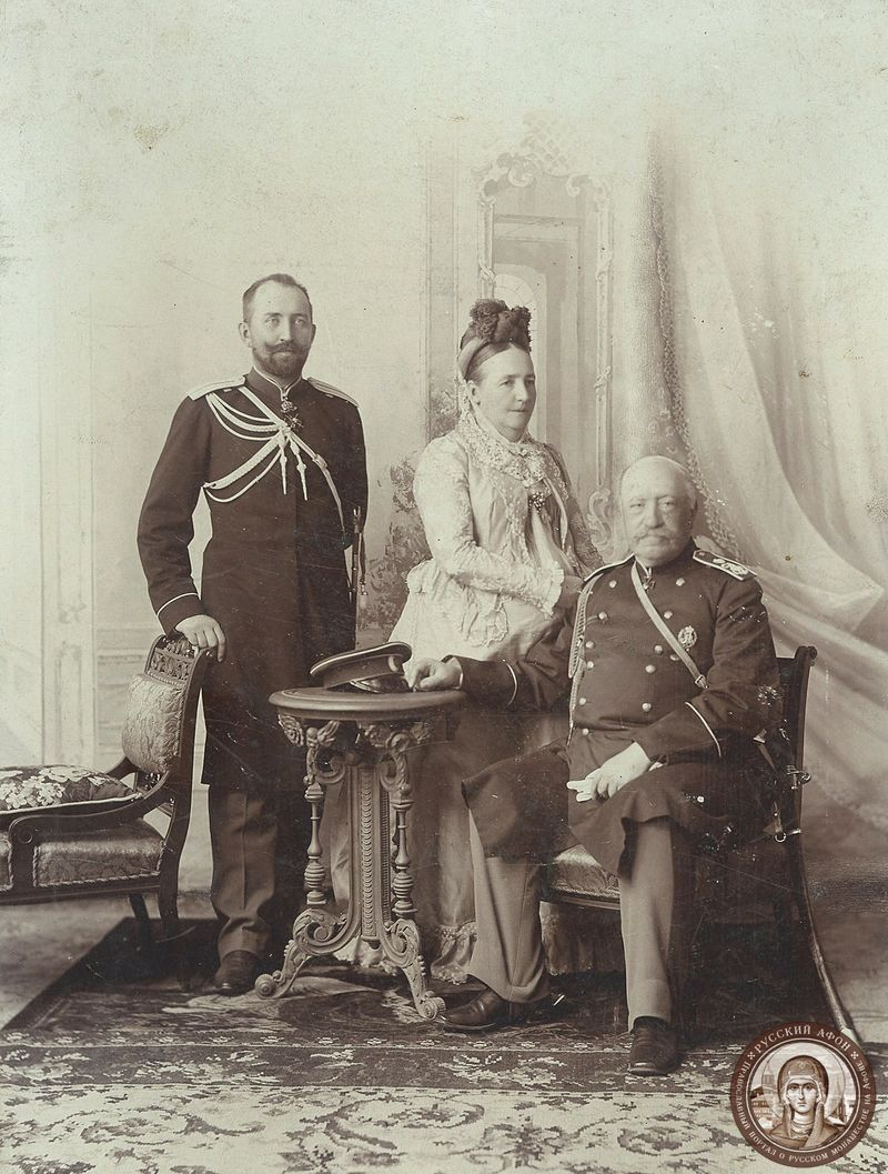Ignatyev_with_his_wife_and_their_son.jpg