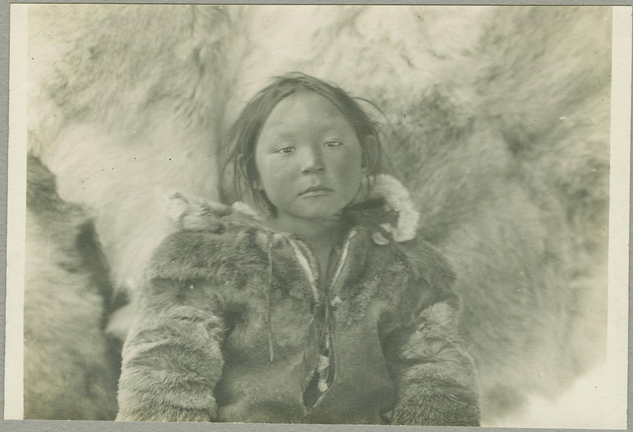 stem229_0423334f Минуак , Эскимосская  девушка.jpg