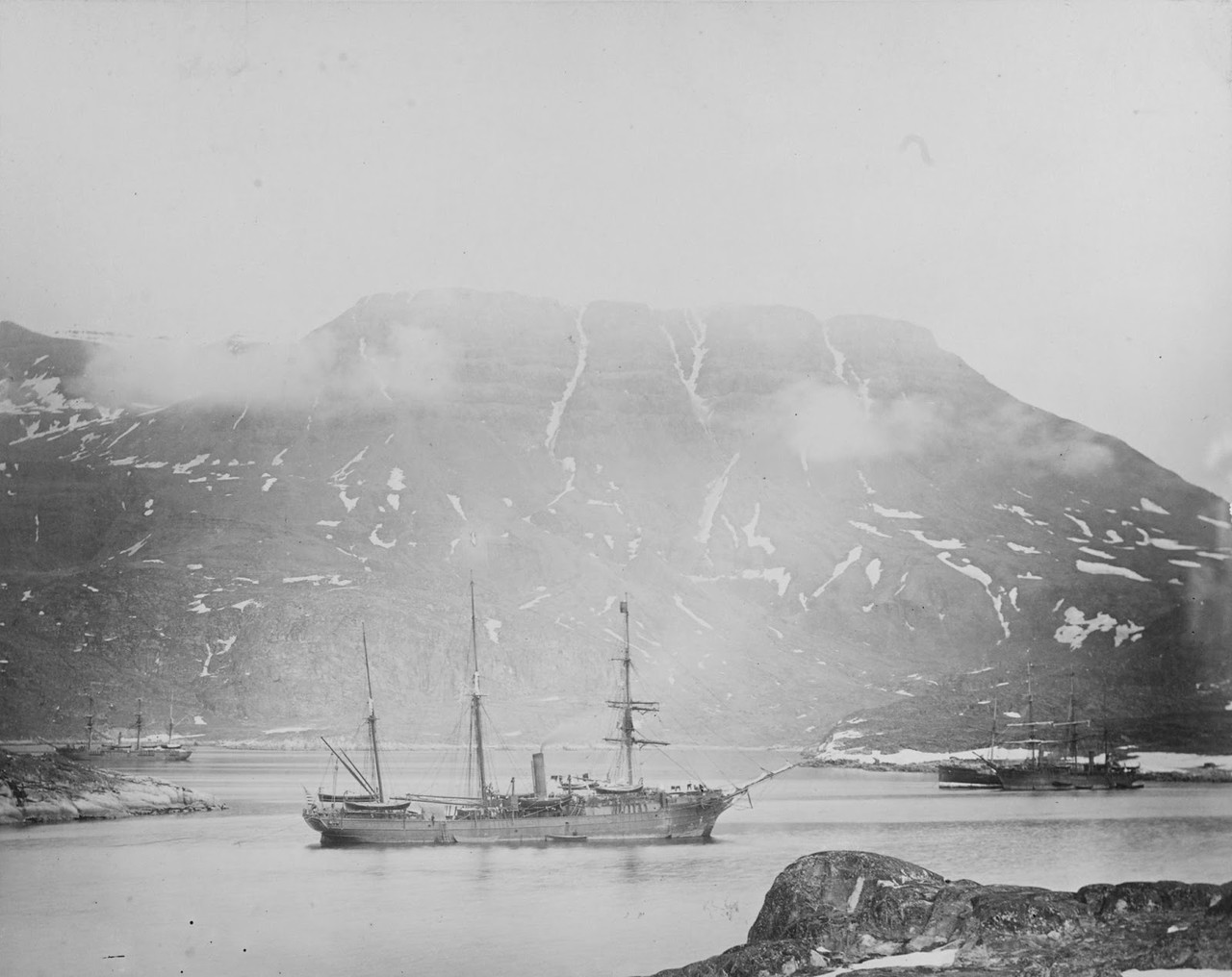 Ships rescuing Greely Expedition.jpg
