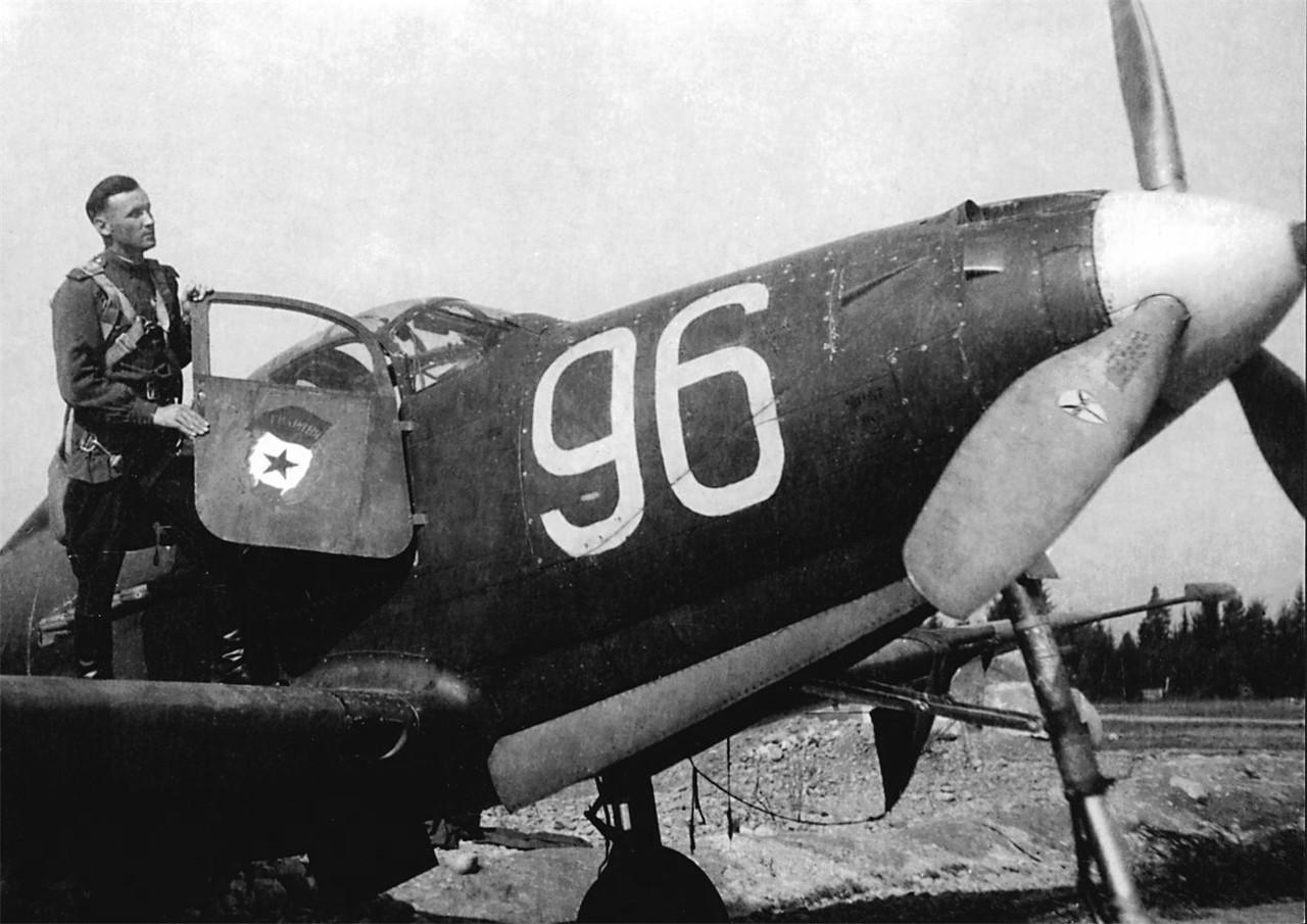 wgn_photos_warplanes_to_siberia_image_02_bell_p-39_airacobra_(1).jpg