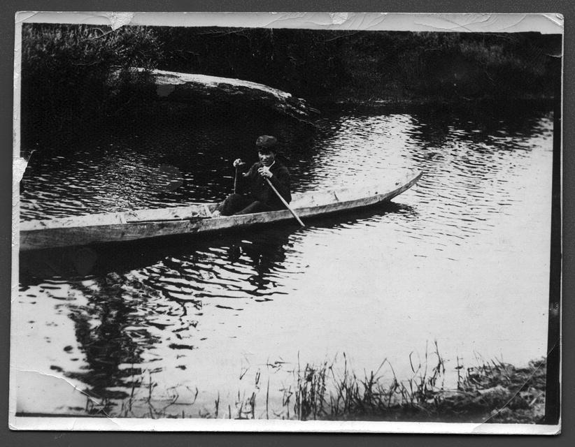 Тутурские тунгусы. Река Тутура. Плавание на палочке.jpg