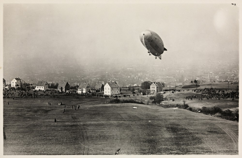 Luftskipet__Norge__over_Ekeberg,_14._april_1926_2.jpg
