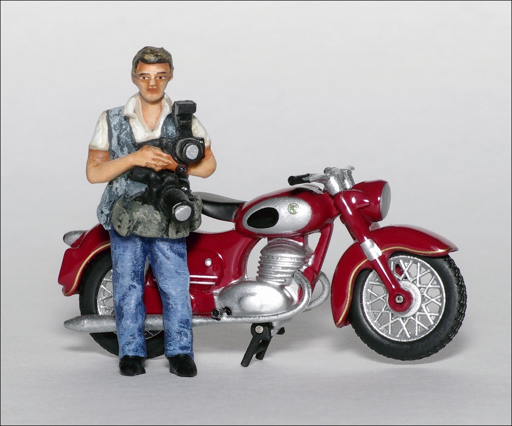 Autosport photographer Jeff Bloxham - Track Pass - PAS009 - BM-TOYS - 330 - 3_small2