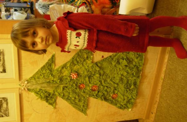 Аня и елка
