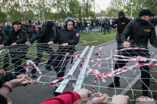 470660_Besporyadki_v_skvere_na_Oktyabryskoy_ploshtadi_Ekaterinburg_protest_hram_na_drame_skver_na_drame_250x0_4960.3315.0.0.jpg