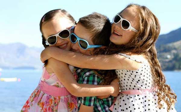 Чем опасны для ребенка очки от солнца