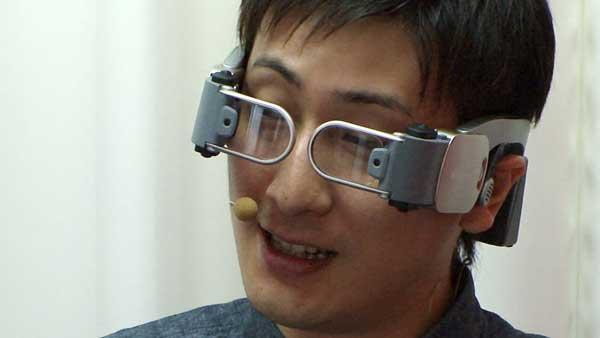 В Японии представили очки, накладывающие виртуальный мир на реальное изображение