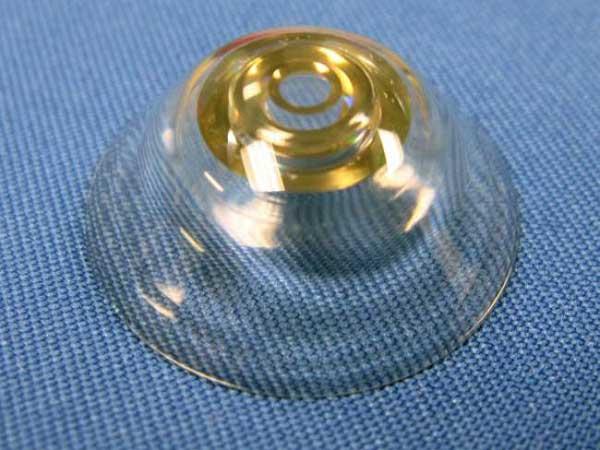 Новые контактные линзы наградят людей зрением супермена