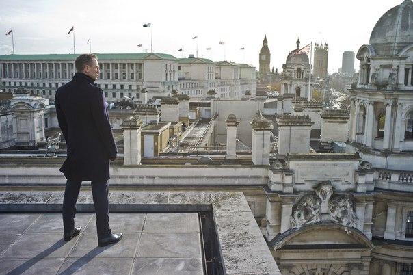 Предпоследние кадры, перед разговором с Манипенни, которая решает не возвращаться на оперативную работу и переходит на офис. Всё-таки панорама Лондона не сравнится ни с Вашингтоном, Нью-Йорком и пр.