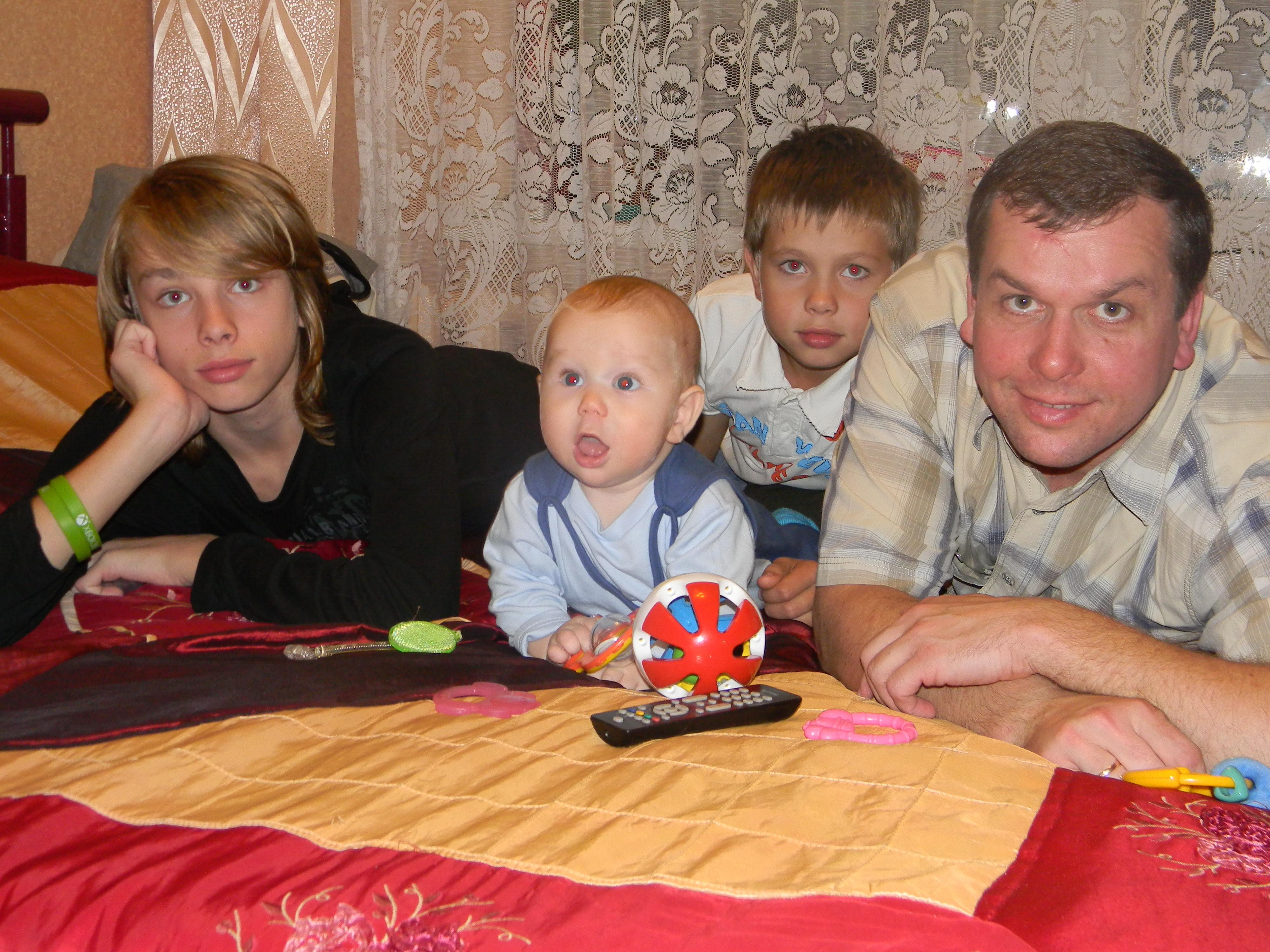Евгений Доможиров с сыновьями
