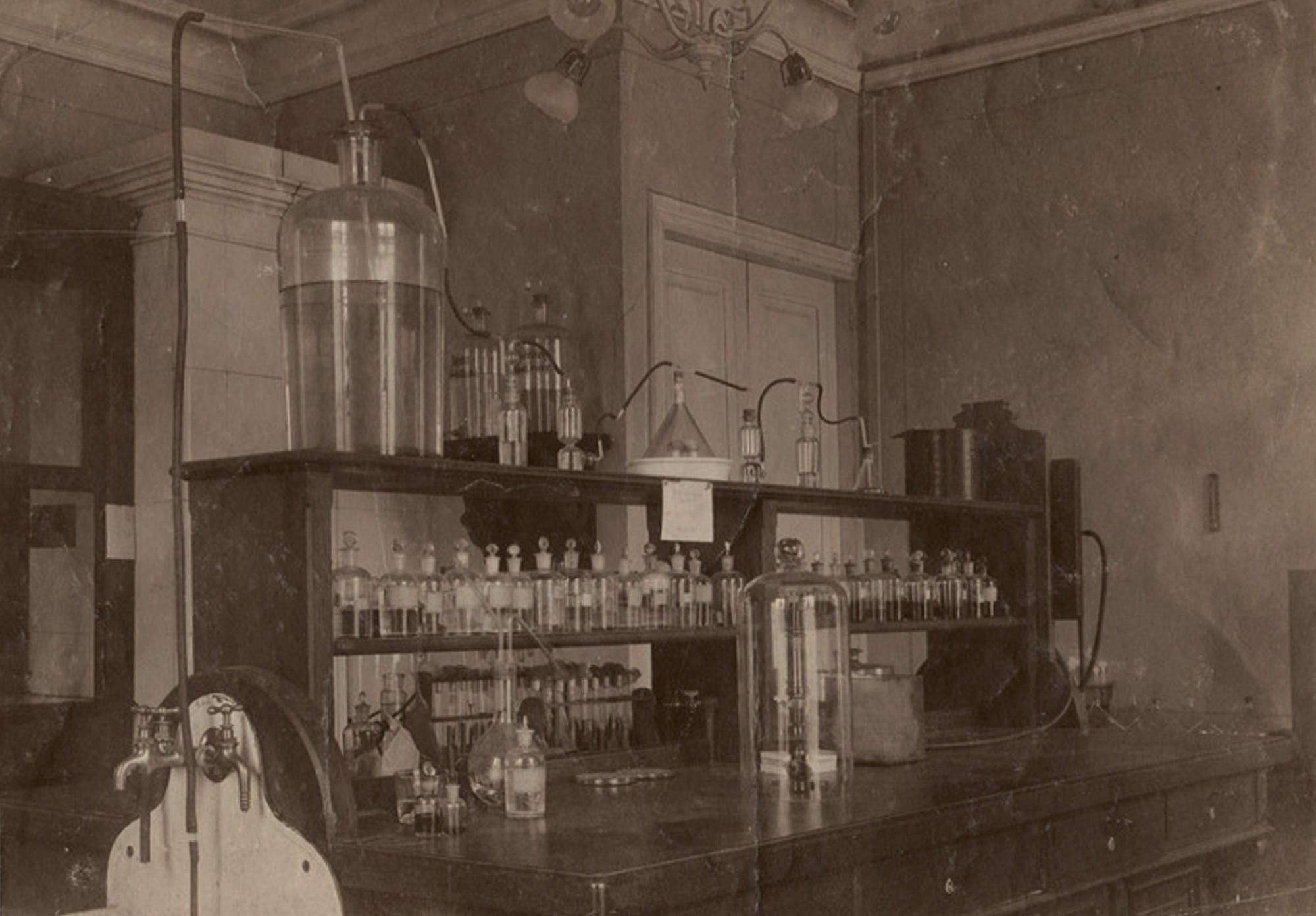 1920е Интерьер одной из лабораторий Петроградского фототехнического института. РОСФОТО