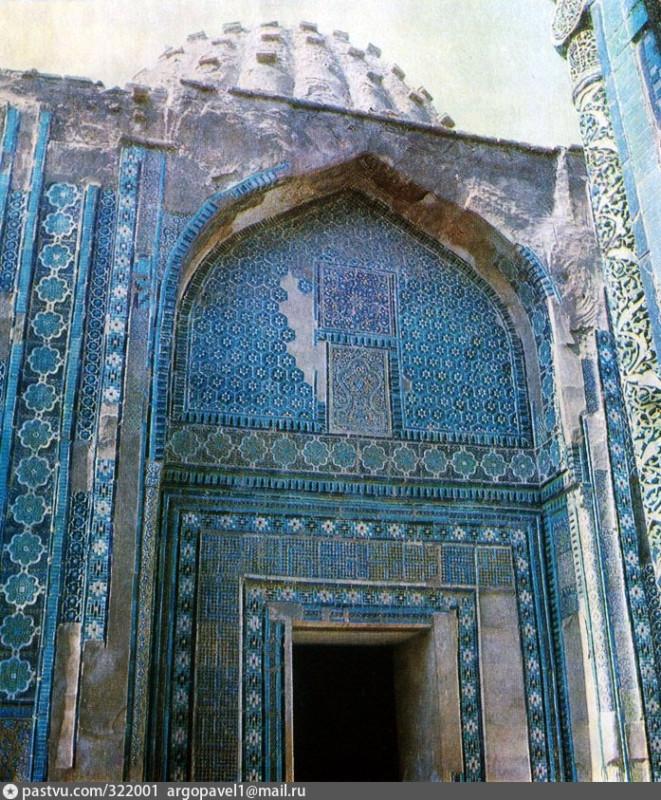 1981-83 Главный фасад мавзолея Эмир-Заде