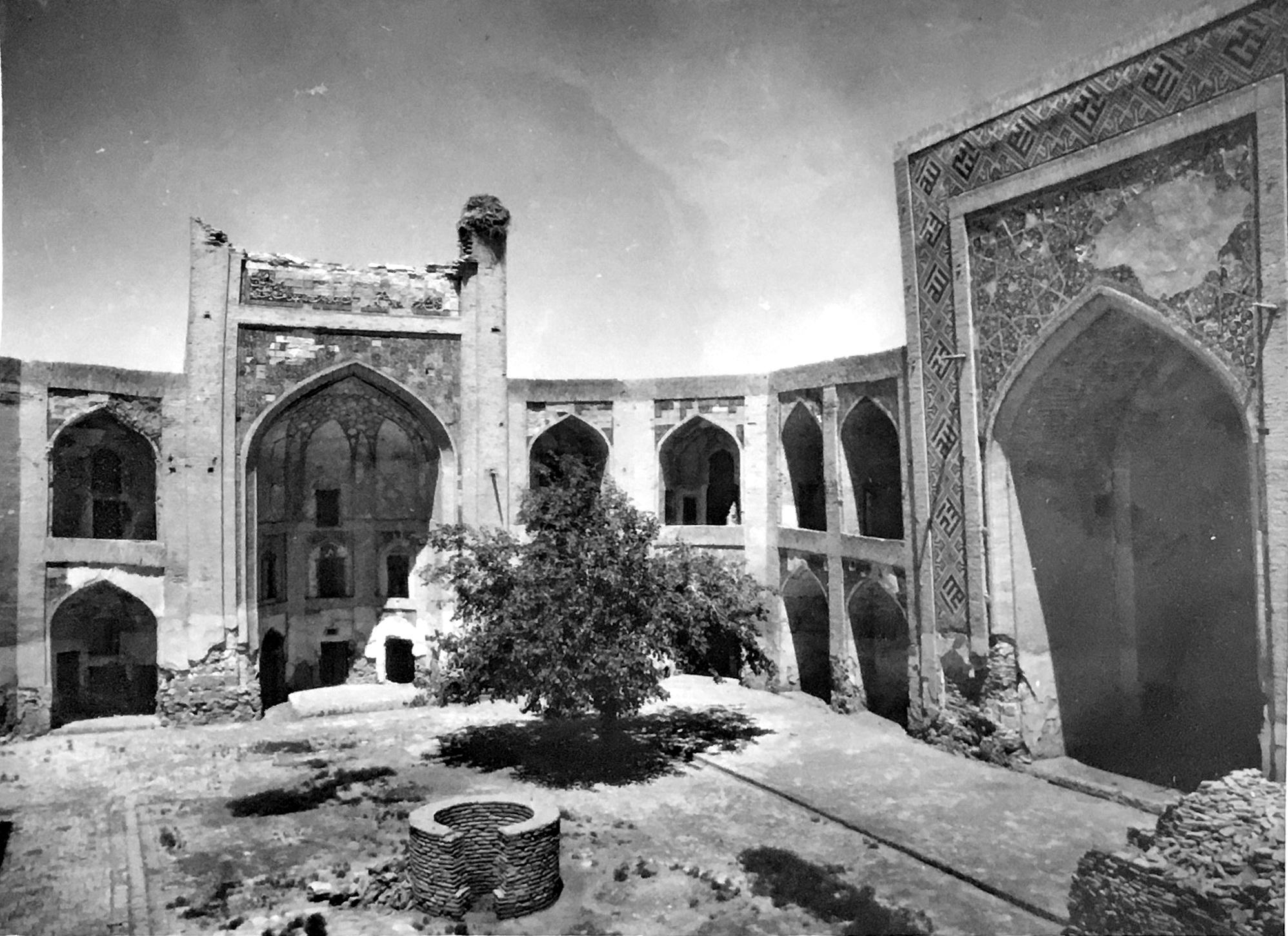 1950 Медресе Абдуллахана. Внутренний двор