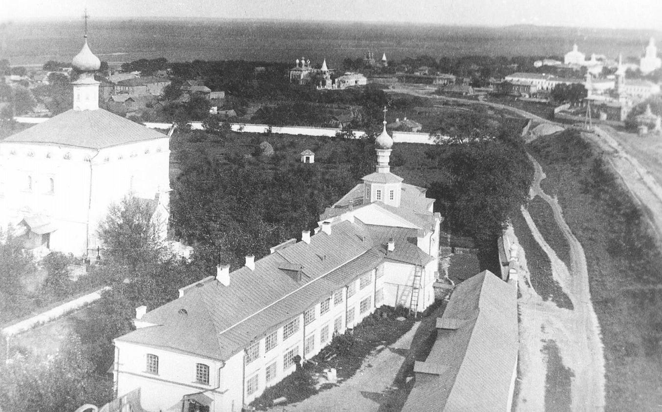1910е Вид с соборной колокольни на Братский корпус и Спас-Преображенский собор внизу