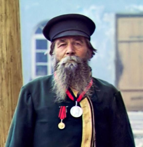 Калганов Андрей Петров Калганов. Быв. мастер завода. На службе 55 лет, от роду 72 года. Подносил хлеб-соль Николаю II Златоуст 1910