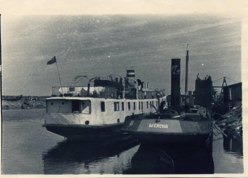 1948 Шлиссельбург. Судоремонт. У стенки завода судно Шексна