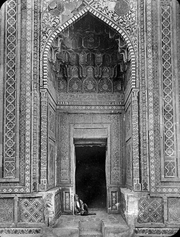 Вход в мавзолей Туркан-Ака 1890 Портал мавзолея Шади-Мульк. Надар