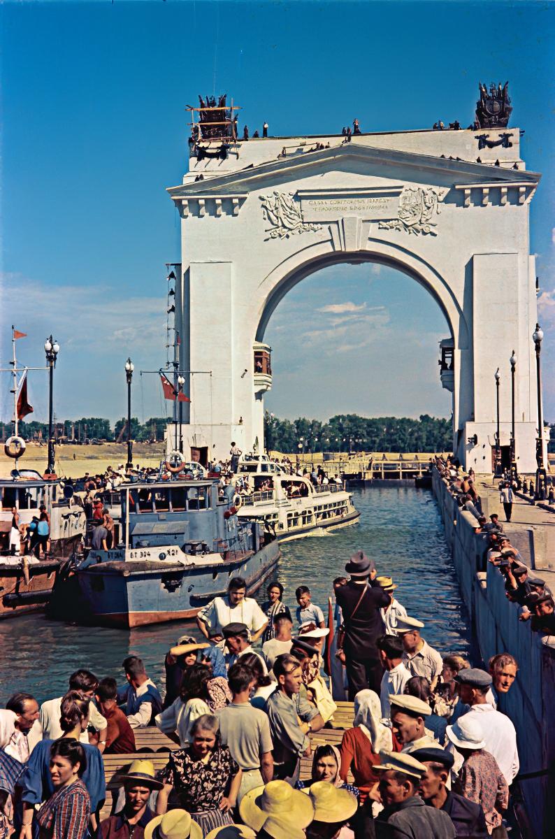 1952 Официальное открытие Волго-Донского судоходного канала, который соединил Волгу с Доном, состоялось 27 июля 1952 года. Альперт, РИА Новости