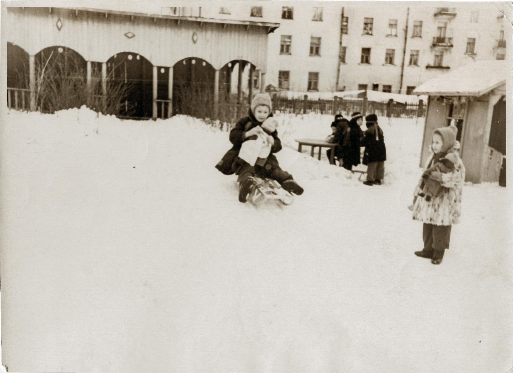 Детский сад на ул. Ленина (Б.Очаковская) 50-60-е годы XX века. Находился на 1-м этаже Общежития, на месте которого теперь находится ДМШ им. Таривердиева7а
