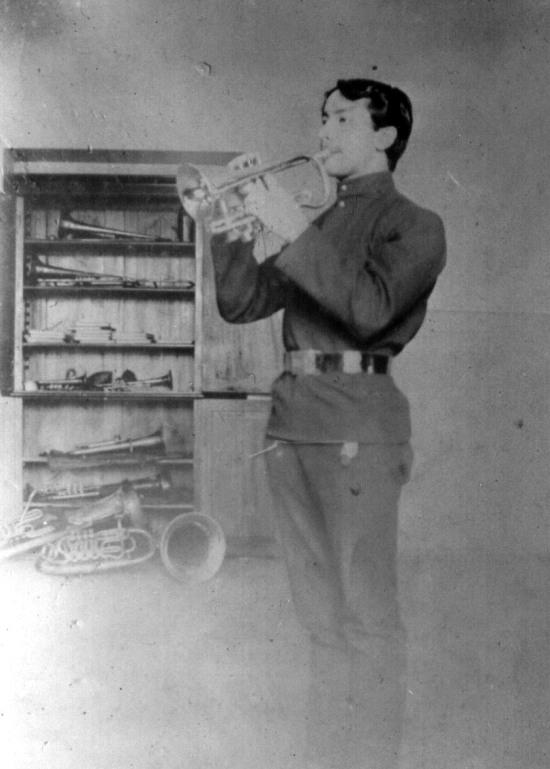 1904 год, солист и помошник капельмейстера духового оркестра