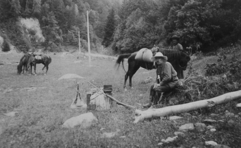 1929 год, в поисках народных песен, привал у с. Згудир