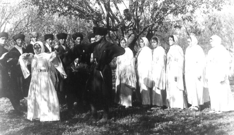 1932 год, танцевальная группа педтехникума в г. Сталинир