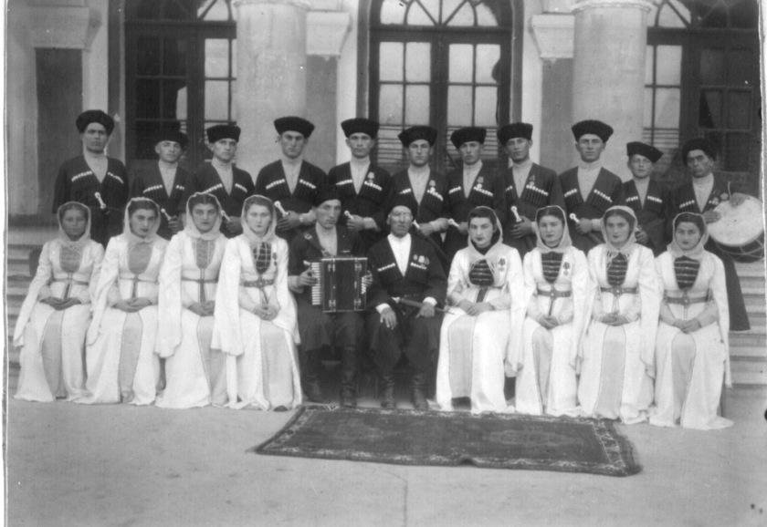 1948 год, выездная бригада Госансамбля песни и танца Южной О